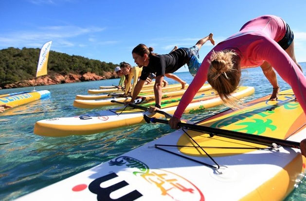 Stand-up-paddling-yoga-fitness